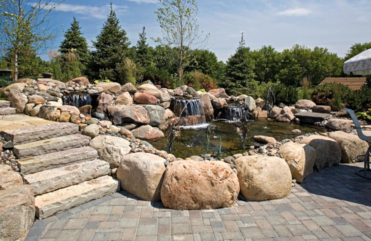 Credit River Estate landscaping by RDS Architects